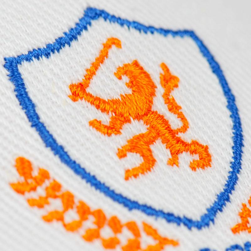 caps logo borduren