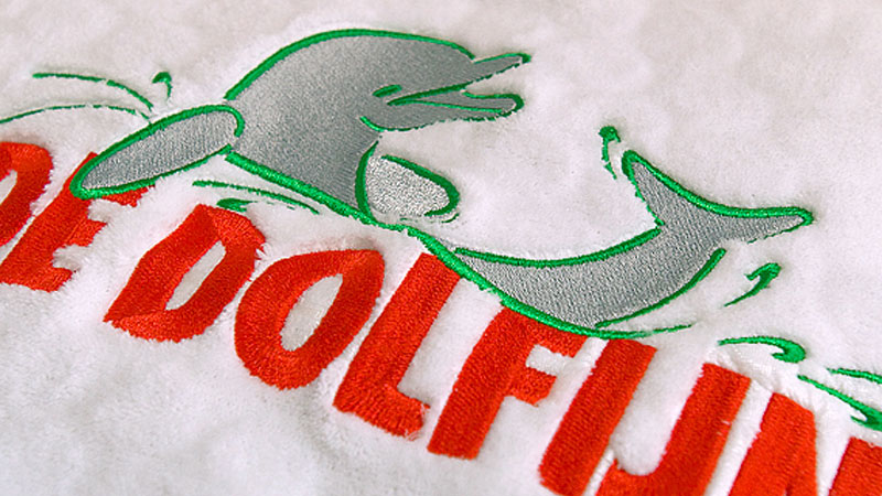 Borduren Op Badstof.Den Haag Kleding Borduren Met Logo Borduurstudio Haaglanden